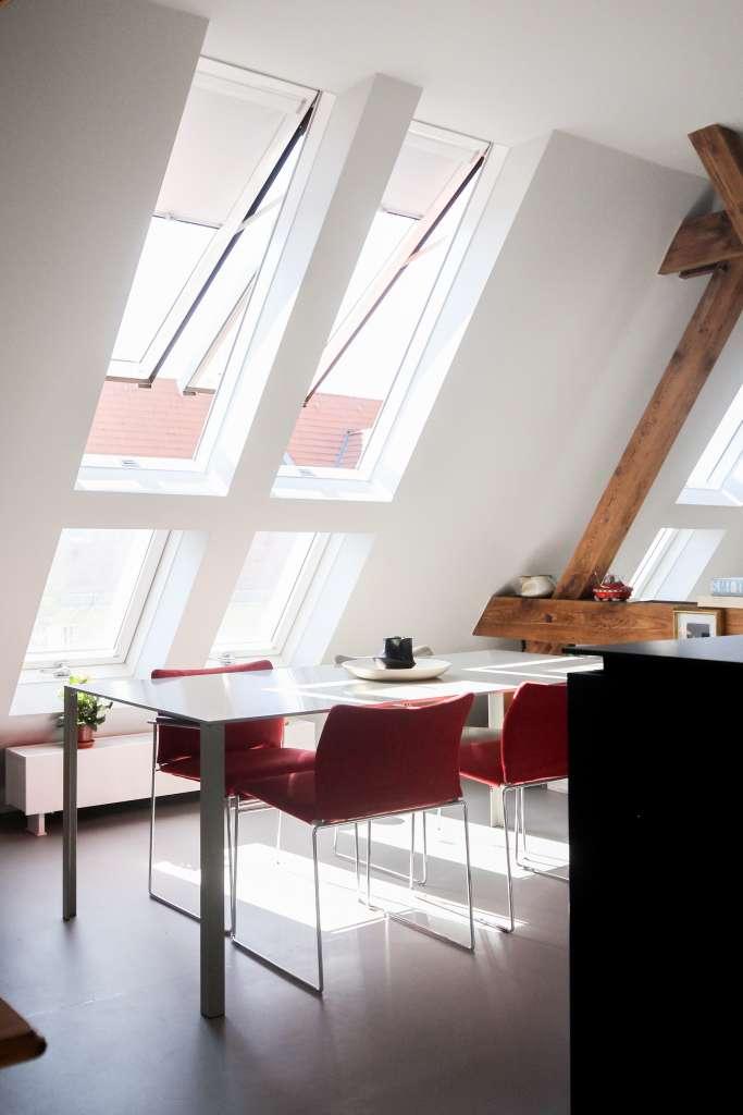Jakie rolety wybrać do okien na poddaszu?