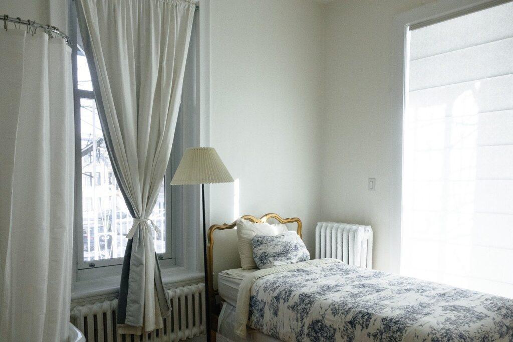Jak dobrać zasłony do sypialni?